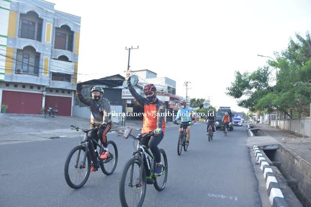 Tingkatkan Imun Untuk Kesehatan, Kapolda Gowes Simpatik Keliling Kota Jambi