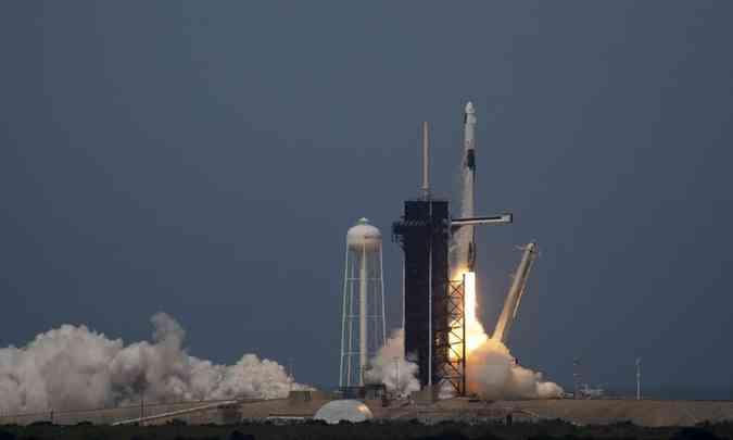 PANDEMIA PRO ESPAÇO: Primeiro voo espacial comercial é lançado com sucesso; assista