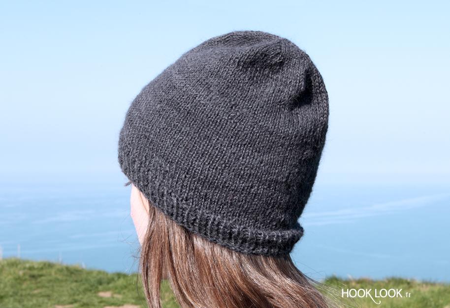 Free DIY vidéo  Un tutoriel en vidéo   explications écrites pour apprendre  à tricoter un bonnet en jersey avec des aiguilles circulaires. 0c7769b80b1