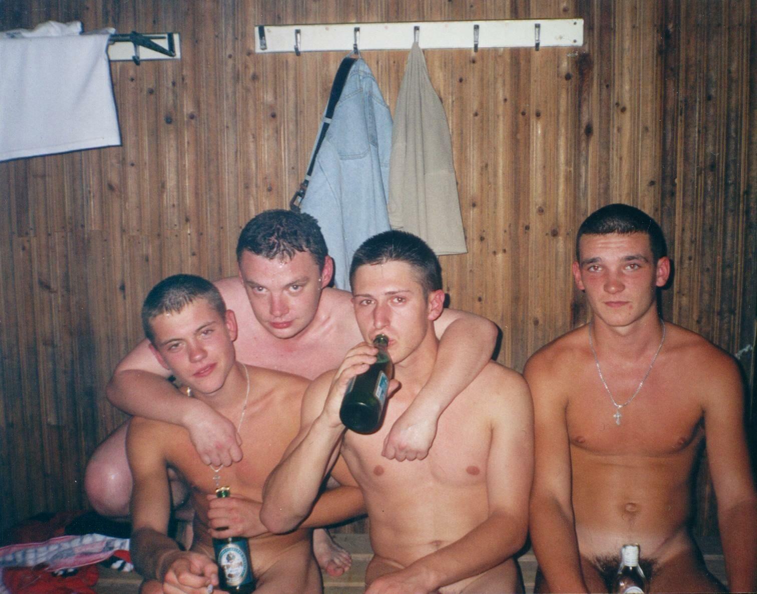 движением пьяные русские пацаны в бане тёрся меня