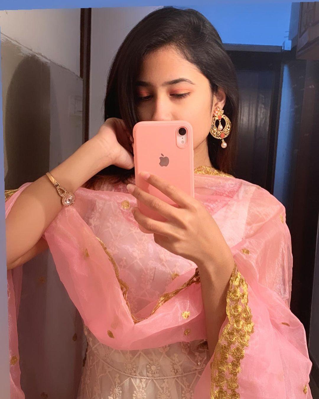 Komal Negi in pink dress