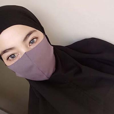 Bunga Azhari Pakai Masker