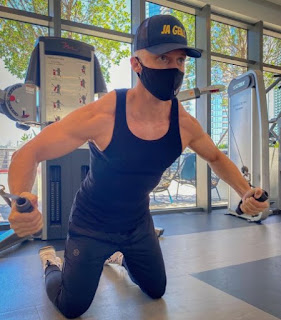 Johannes Bartl doing workout in a gym