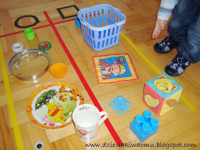 edukacyjna zabawa z dzieckiem poznajemy i utrwalamy figury geometryczne:kwadrat,koło,trójkąt
