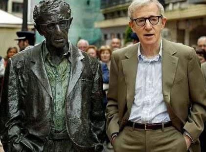 Woody Allen and his sculpture, Oviedo