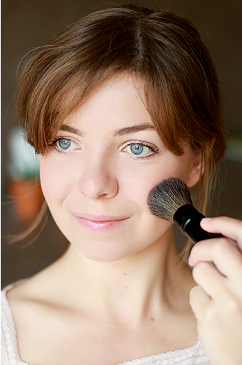 Utilize Your Blush the Proper Way With this Simple Tips