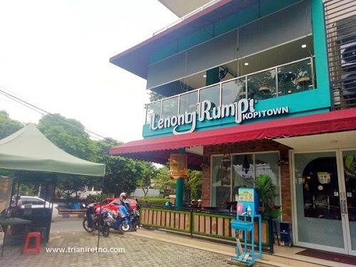 Mampir Ngadem di Lenong Rumpi KopiTown