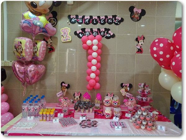 My 1st DIY Minnie Mouse Themed Candy Table Ashlenes Bday Banner With The Head Is A Tad Too Small Though And This Takes Time To Cut Due