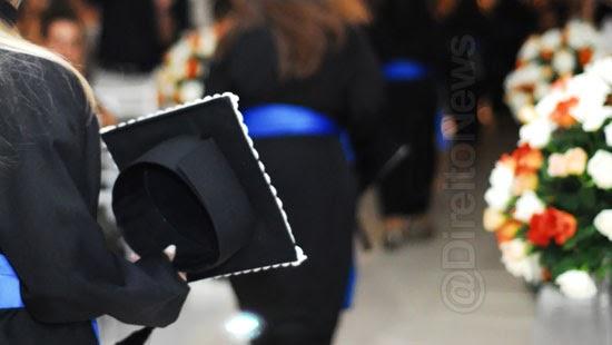 estudante constrangida colacao grau indenizada faculdade
