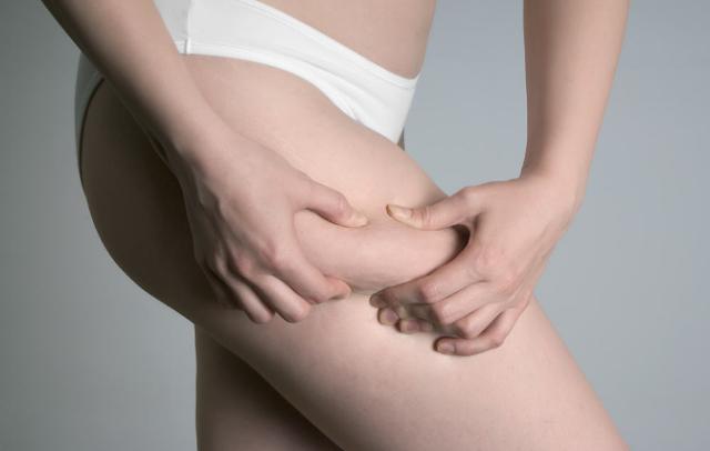 Cara mengurangi lemak di paha dalam 30 hari
