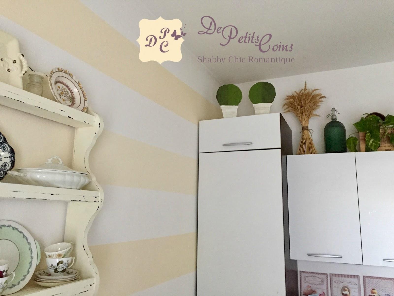 Pareti A Righe Shabby Chic de petits coins: parete a righe orizzontali per la mia cucina