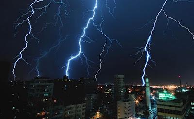 عاجل| أمطار تضرب المحافظات تُصل للرعدية والغزيرة ببعضها.. ومركز التنبؤ بالفيضان ينشر أماكن سقوطها غدًا