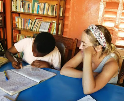 Claudia durante su viaje solidario a Kenia.