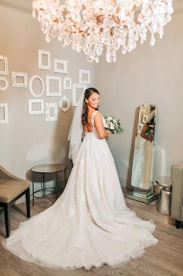 bride in bridal suite at timacuan