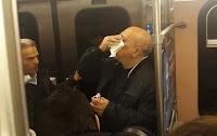 Μπουνιές και αίματα στο Μετρό Συντάγματος: 'Αγριο ξύλο για να μπουν στο βαγόνι (photos & video)