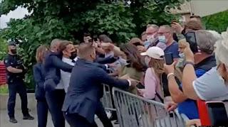 Presiden Perancis Macron Ditampar Saat Kunjungan di Perancis Selatan