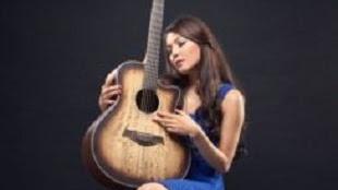 Lirik Lagu Arin Wolayan - Cinta Yang Salah