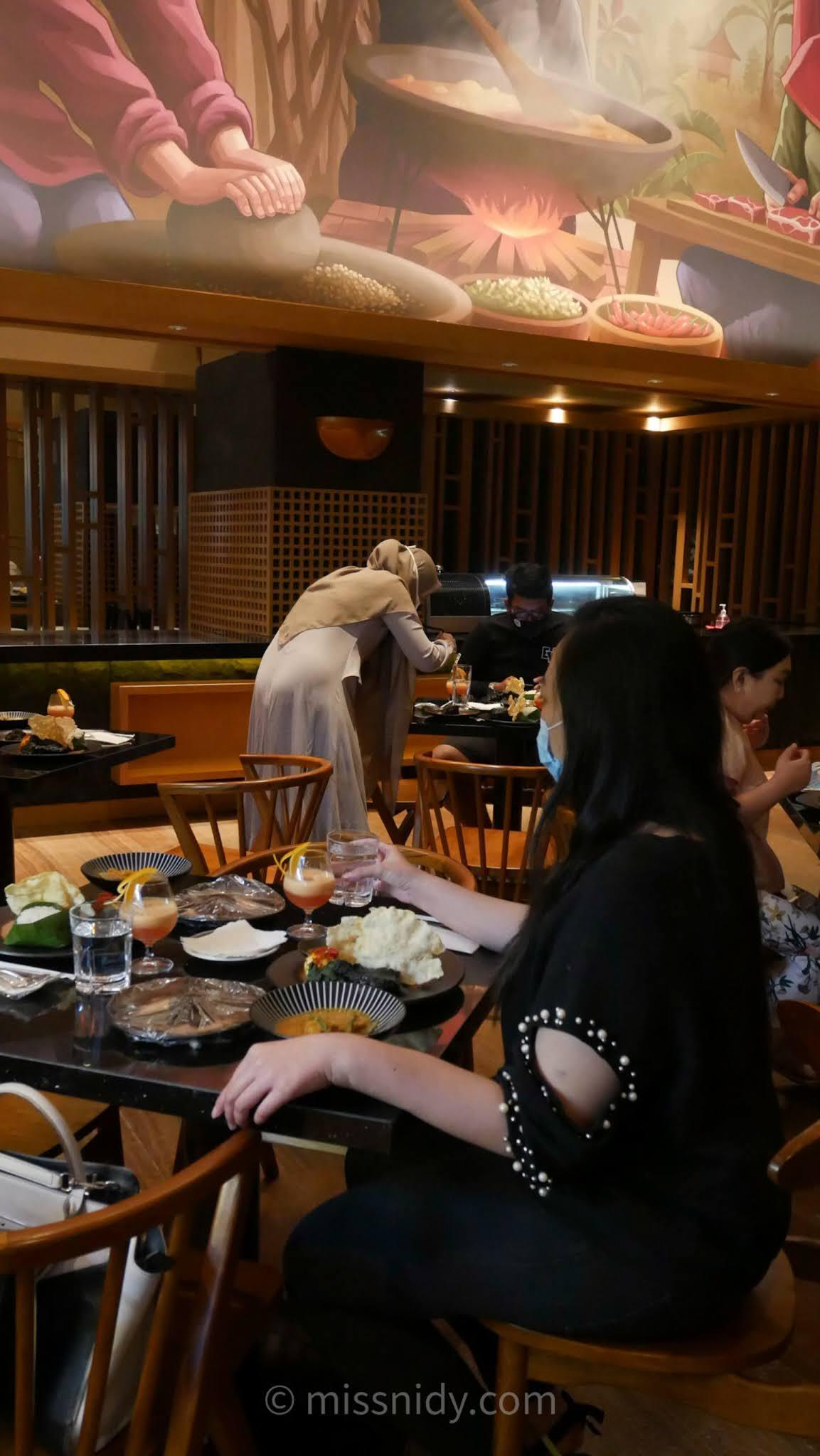 restoran padang di dalam hotel jhl solitaire