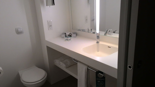 how to choose mirror for bathroom