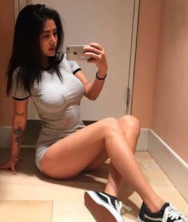 Sexy Instagram nurse Carina Linn