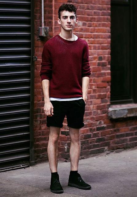 Look masculino para o inverno com meias longas e coturno bota