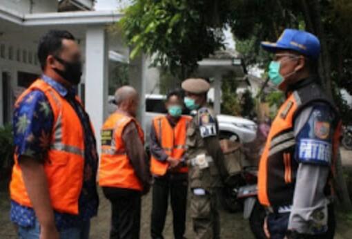 Gencar Lakukan Operasi Yustisi Masker ,Mengedukasi Masyarakat  Covid-19  Kecamatan Sukorambi Jember.
