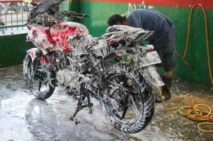 Cara Mencuci Motor yang Tepat dan Efektif