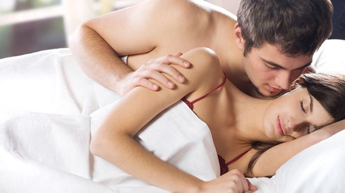 a184ffacd يريد الزوج أن يعرف انك لا تستخدمينه كمعبر لأي خيالات جنسية ، وانك تريدين  ممارسة الحب معه ومن أجله هو فقط (أكد لي الكثير من الرجال - وحتى المتزوجون  منهم ...