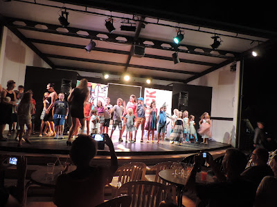 get all children onto stage cala mendia mallorca