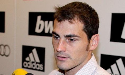 Casillas talking with the media after Zaragoza game