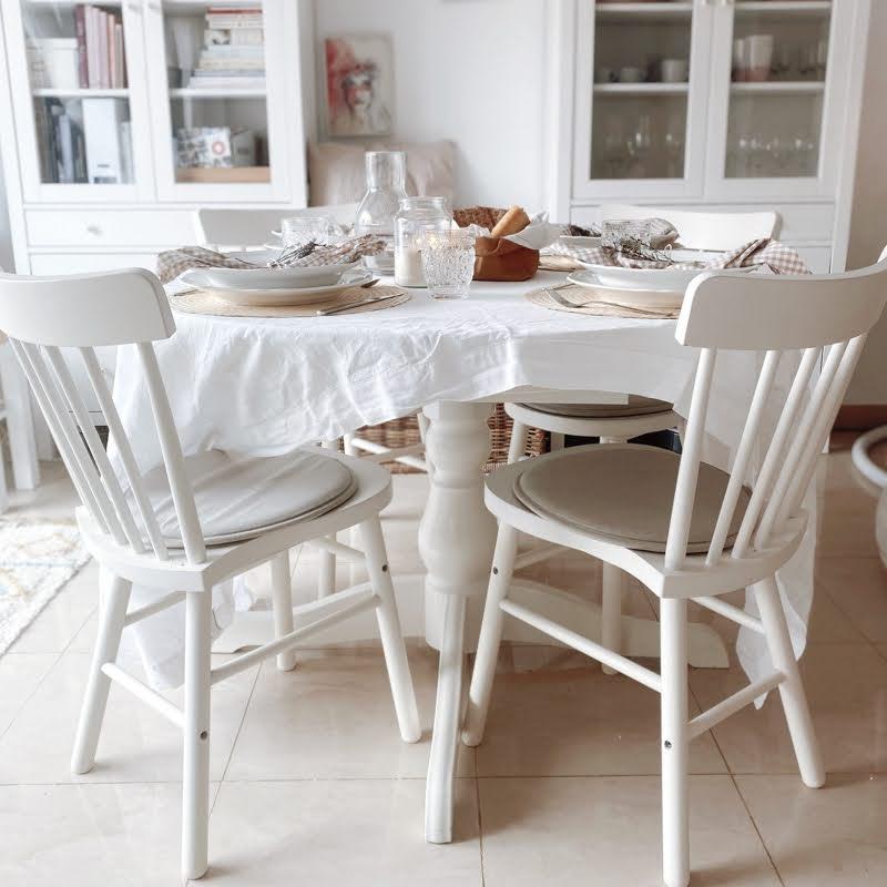Una mesa vichy beige