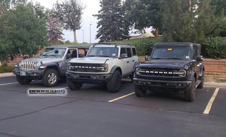 Ảnh thực tế Ford Bronco 2021 với gói phụ kiện Sasquatch đắt tiền