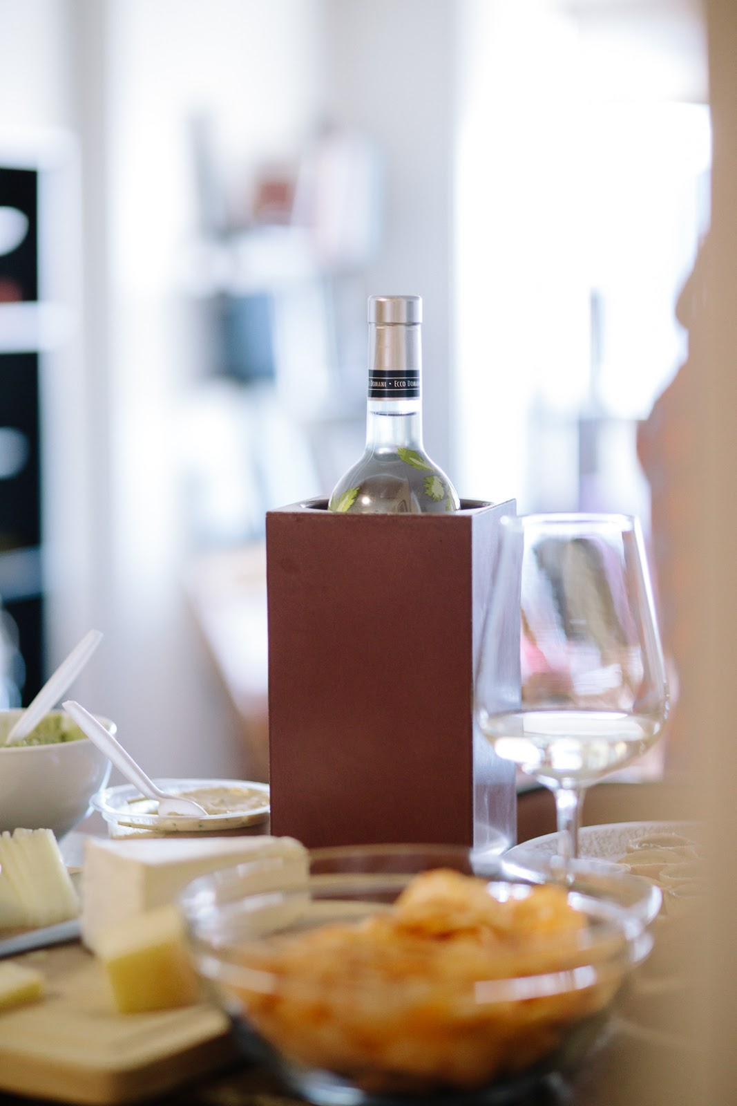 Holiday-Entertaining-Angle-33-Wine-Thermal