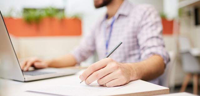Syarat untuk menabung dengan baik adalah dengan memulai melakukan pencatatan keuangan seperti tips berikut