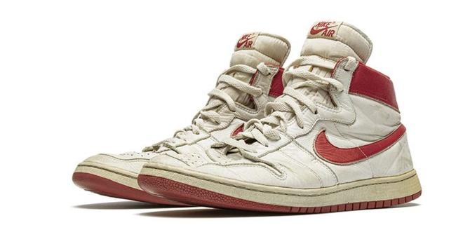 Giày của Michael Jordan được bán đấu giá hơn nửa triệu USD