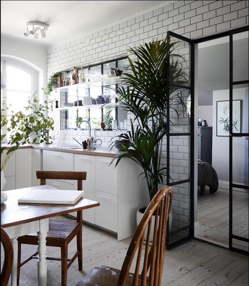 HOUSE OF SILVER: Personligt hjem med skrå vægge på 75 m2