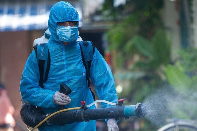 Ca bệnh 979 ở Hà Nội dự 7 cuộc liên hoan trong 9 ngày