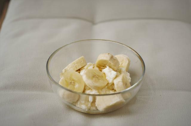 Ashta with bananas and honey