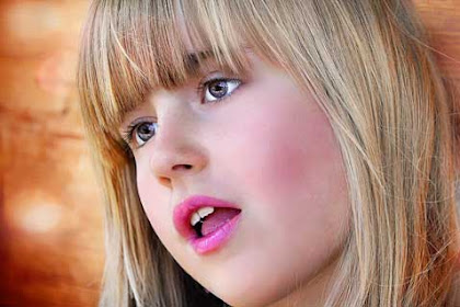 10 Alasan Kenapa Wanita Menyukai Lipstik Warna Pink