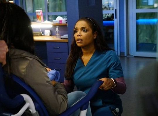 "NUP 186732 0413 595 Spoiler%2BTV%2BTransparent - Chicago Med (S04E21) ""Forever Hold Your Peace"" Episode Preview"