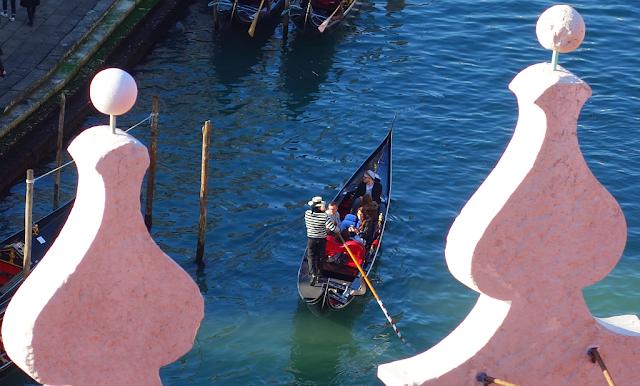 """Proč benátští gondoliéři při plavbě pokřikují """"papež"""", gondola, premando, stagando, oe pope,"""