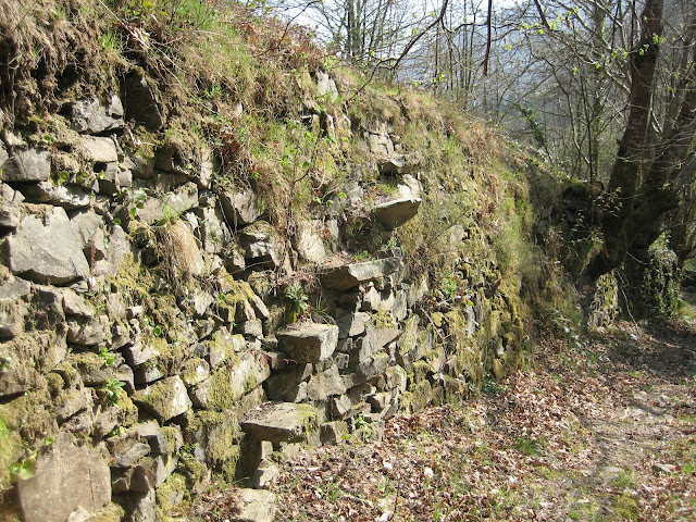 Antigua escalera de piedra