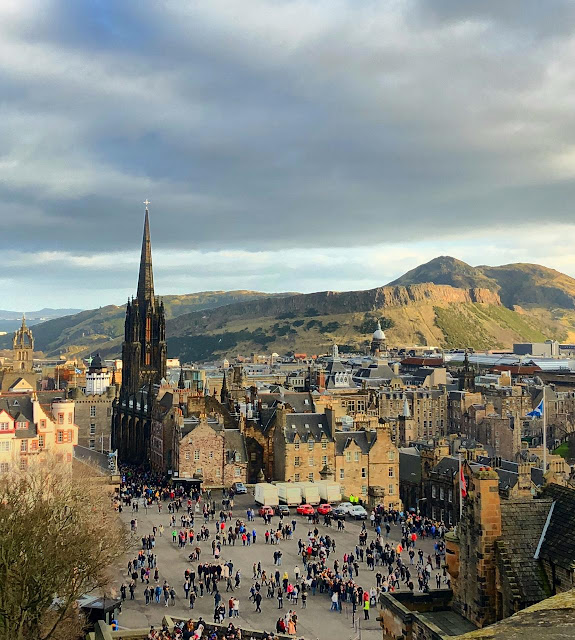 linda Edimburgo, com Arthur's Seat ao fundo