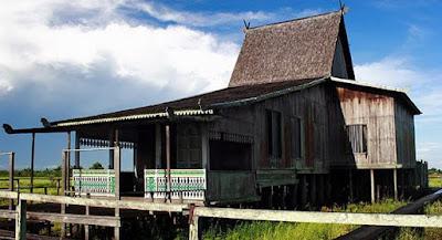 Rumah Adat Kalimantan Selatan (Rumah Bubungan Tinggi)