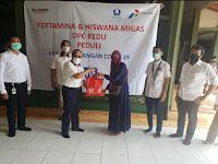 Pertamina dan Hiswana Migas DPC Kedu Bagikan Paket Sembako Ke UMKM