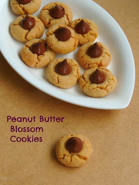 Peanut blossom cookies, Peanut butter cookies with hershey's kisses