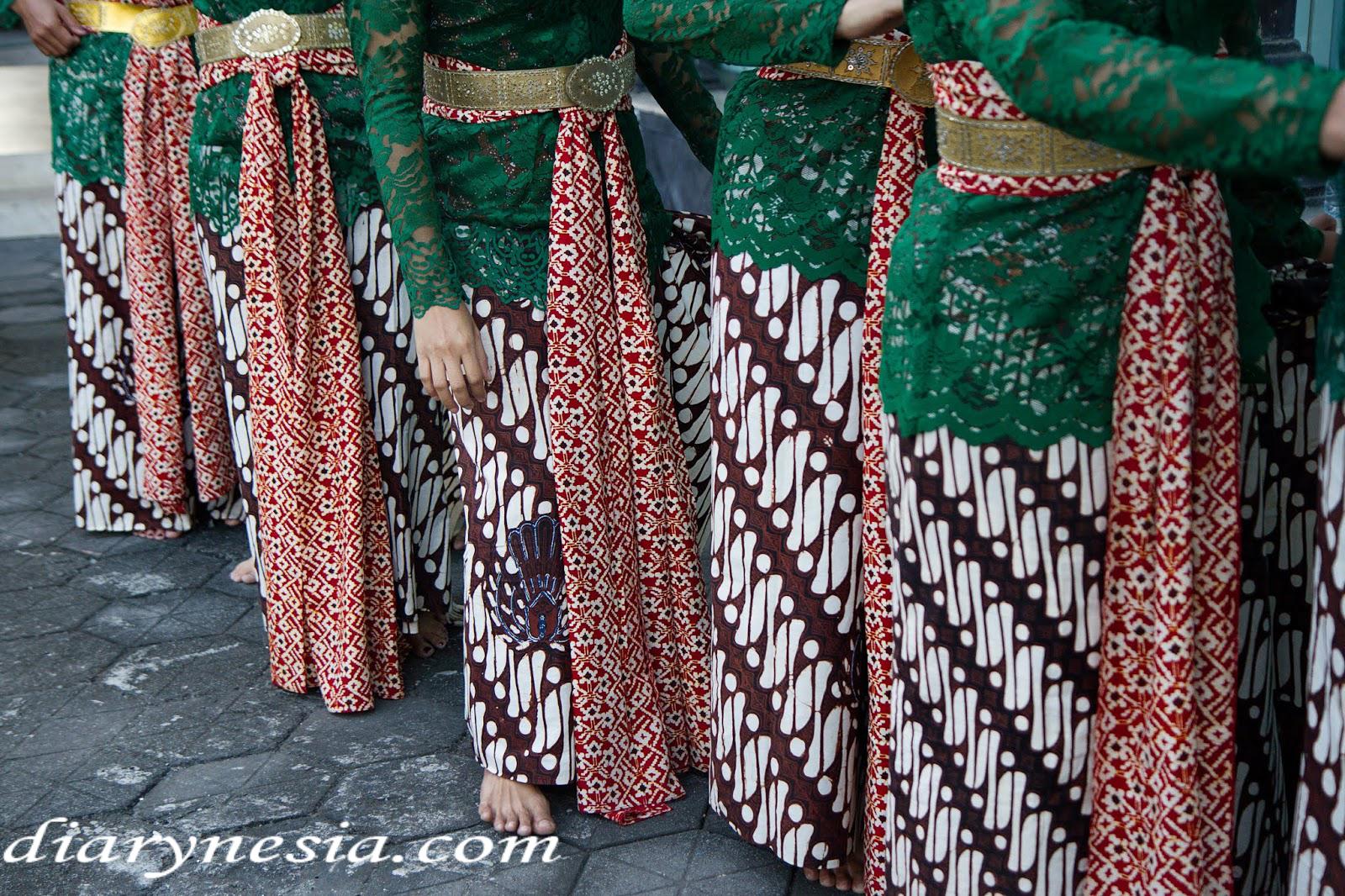 Indonesia Souvenir, Indonesia Gift, Batik fashion, diarynesia