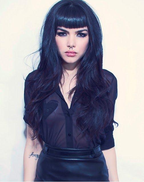 Cortes de cabello en color negro azulado
