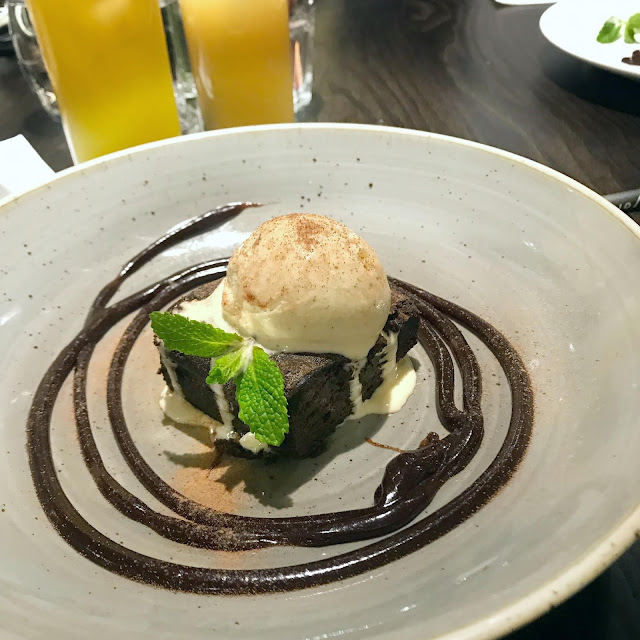the-blue-anchor-tadworth-dessert-menu-brownie