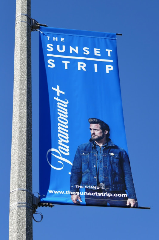Stand Paramount+ Sunset Strip lamppost ad